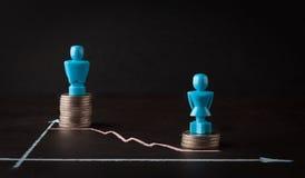 Conceito da diferença de salário e da igualdade de gênero Foto de Stock Royalty Free