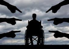 Conceito da discriminação contra povos com inabilidades foto de stock