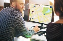 Conceito da disposição da Web da informações sobre localização do mapa imagem de stock