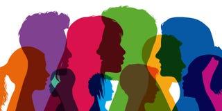 Conceito da diversidade, com as silhuetas nas cores; mostrando perfis diferentes de homens novos e de mulheres ilustração royalty free