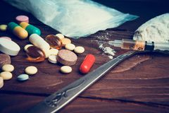 Conceito da droga Use o abuso de drogas ilícito Heroína do apego Injeção imagens de stock