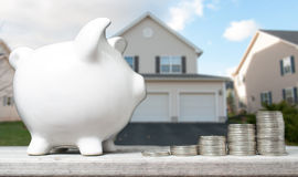 Conceito da economia para comprar uma casa fotos de stock royalty free