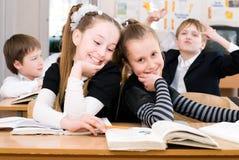 Conceito da educação - eduque estudantes na classe fotografia de stock