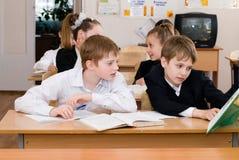 Conceito da educação - eduque estudantes na classe fotografia de stock royalty free