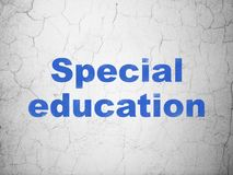 Conceito da educação: Ensino especial no fundo da parede fotografia de stock