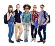 Conceito da educação - grupo de adolescentes ou de estudantes que estão o isolador imagens de stock