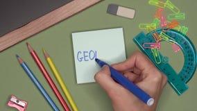 Conceito da escola GEOMETRIA da escrita da mão da mulher no bloco de notas filme