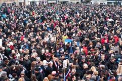 Conceito da estrada - março contra o ataque do terrorismo do compartimento de Charlie Hebdo, o 7 de janeiro de 2015 em Paris fotos de stock