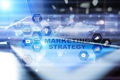 Conceito da estratégia de marketing na tela virtual Conceito do Internet, da propaganda e da tecnologia digital Crescimento das v fotos de stock royalty free