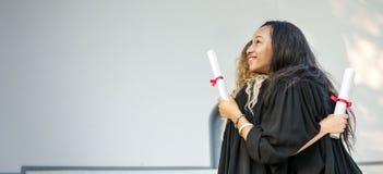 Conceito da faculdade do certificado do sucesso da celebração da graduação Fotos de Stock Royalty Free