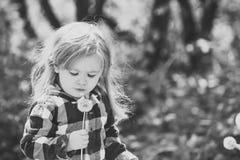 Conceito da felicidade das crianças da infância da criança Liberdade, atividade, descoberta foto de stock