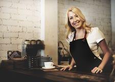 Conceito da felicidade de Barista Coffee Shop Cafe da mulher imagem de stock