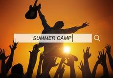Conceito da felicidade do lazer do feriado das férias do acampamento de verão imagens de stock royalty free