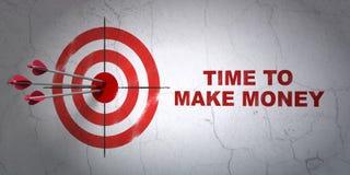 Conceito da finança: alvo e hora fazer o dinheiro no fundo da parede Imagem de Stock Royalty Free
