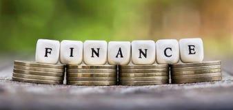 Conceito da finança - a bandeira da Web das moedas e a letra text Foto de Stock