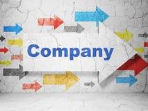 Conceito da finança: seta com empresa no fundo da parede do grunge Foto de Stock Royalty Free