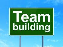 Conceito da finança: Team Building no fundo do sinal de estrada Imagens de Stock Royalty Free