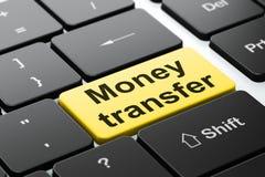 Conceito da finança: Transferência de dinheiro no fundo do teclado de computador Imagens de Stock Royalty Free