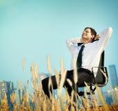Conceito da fuga de Relaxation Freedom Happiness do homem de negócios Foto de Stock Royalty Free