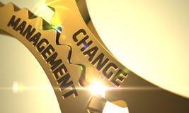 Conceito da gestão de mudanças Engrenagens metálicas douradas 3d Imagens de Stock Royalty Free