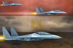 Conceito da greve das forças aéreas de Egito Ataque dos planos de ar no fundo da bandeira de Egito ilustração 3D Imagem de Stock