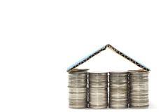 Conceito da hipoteca da casa das moedas Imagens de Stock