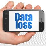Conceito da informação: Entregue guardar Smartphone com perda dos dados na exposição Fotografia de Stock