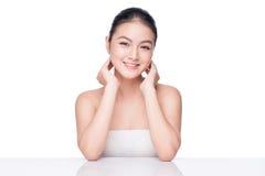Conceito da juventude e dos cuidados com a pele Mulher asiática dos termas da beleza com perfeito imagens de stock royalty free