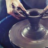 Conceito da lama de Person Creation Pottery Handcraft Art Fotografia de Stock