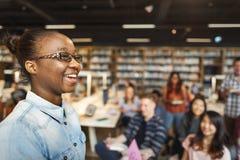 Conceito da leitura de Study Classmate Classroom do estudante imagens de stock royalty free