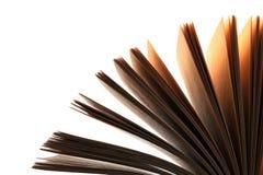 Conceito da leitura e da educação Folhas do livro completamente dos mistérios, das histórias e dos lotes Isolado no branco fotografia de stock