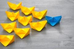 Conceito da liderança com barcos de papel Fotos de Stock