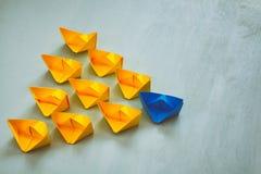 Conceito da liderança com barcos de papel Imagens de Stock Royalty Free