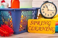 Conceito da limpeza da primavera com fontes fotos de stock royalty free