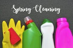 Conceito da limpeza da primavera Grupo colorido de fontes de limpeza com texto fotografia de stock royalty free
