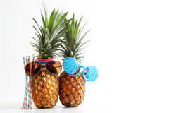 Conceito da lua de mel e do feriado Pares de abacaxis atrativos dentro Fotografia de Stock