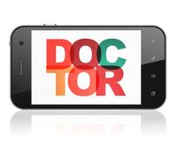 Conceito da medicina: Smartphone com o doutor na exposição Fotos de Stock
