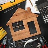 Conceito da melhoria home - ferramentas e casa do trabalho imagem de stock royalty free