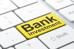 Conceito da moeda: Investimento de banco no fundo do teclado de computador Fotografia de Stock