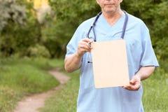 Conceito da natureza do doutor Medicina natural fotos de stock royalty free