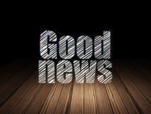Conceito da notícia: Boa notícia na sala escura do grunge Imagens de Stock Royalty Free