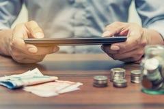 Conceito da operação bancária em linha e dos Internet banking foto de stock royalty free