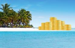 Conceito da operação bancária a pouca distância do mar e dos abrigos de imposto Imagens de Stock Royalty Free