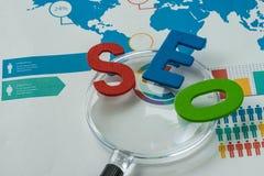Conceito da otimização do Search Engine como o abbrevia colorido do alfabeto Fotos de Stock