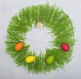 Conceito da Páscoa com ovos coloridos Imagens de Stock