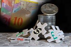 Conceito da pilha de prata e da moeda de papel Imagens de Stock Royalty Free