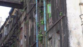 Conceito da pobreza Edifício de apartamento abandonado Precários e gueto filme