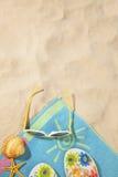 Conceito da praia com toalha Imagem de Stock