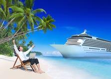 Conceito da praia de Relaxation Vacation Outdoors do homem de negócios fotografia de stock