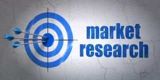 Conceito da propaganda: alvo e estudos de mercado no fundo da parede imagem de stock